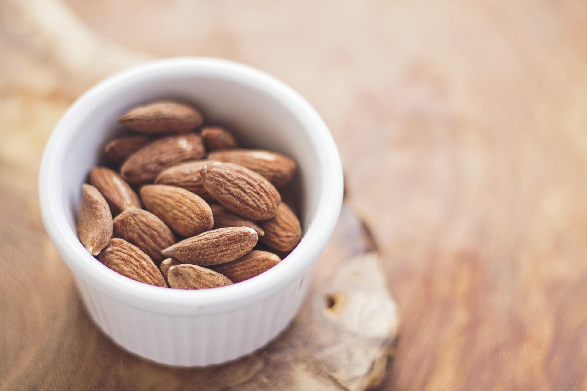 almonds: a dietitian's dream snack!